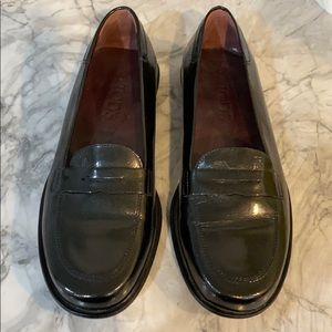 Tods women's authentic loafer size 35. Gently worn